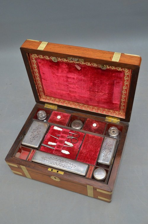 Attractive Victorian Rosewood Jewellery Box