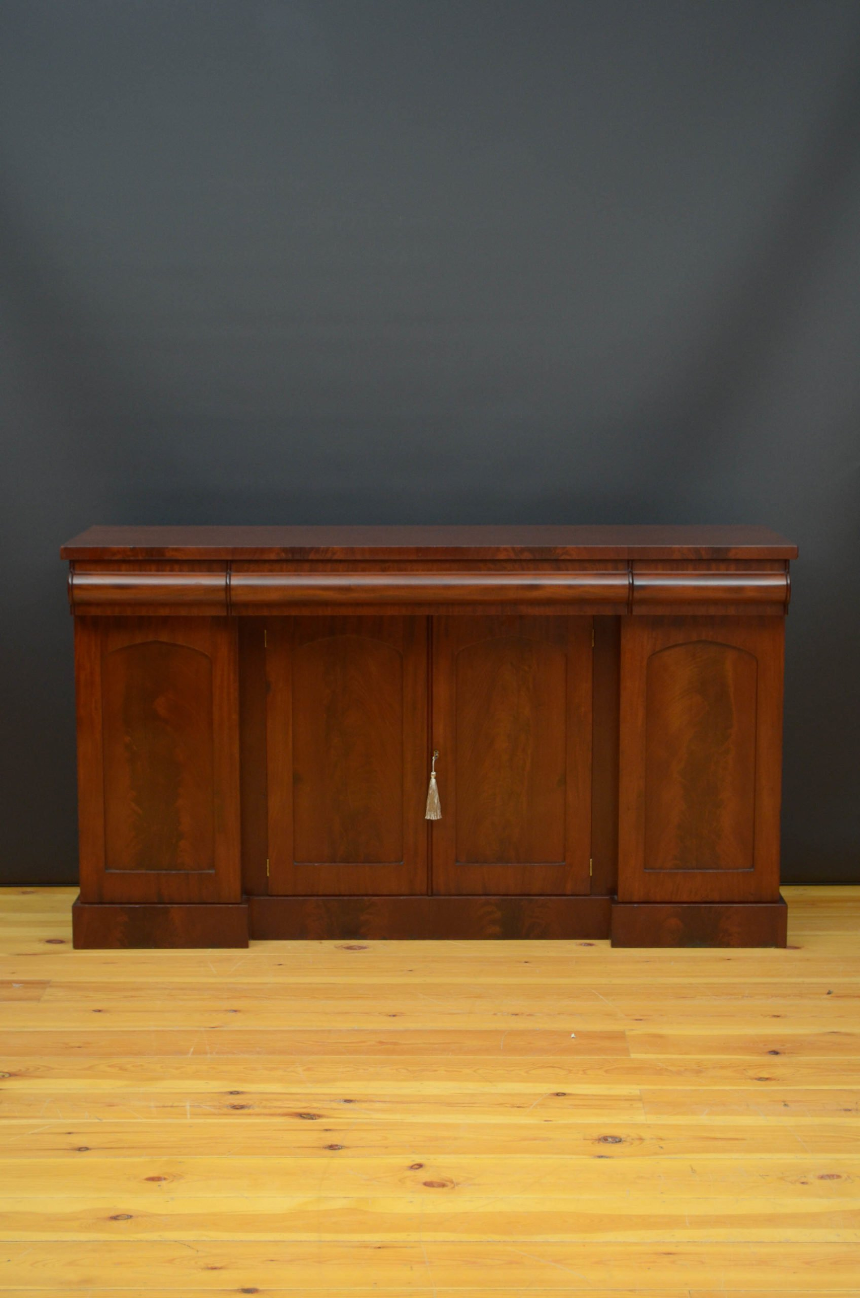 William IV / Early Victorian Sideboard in Mahogany