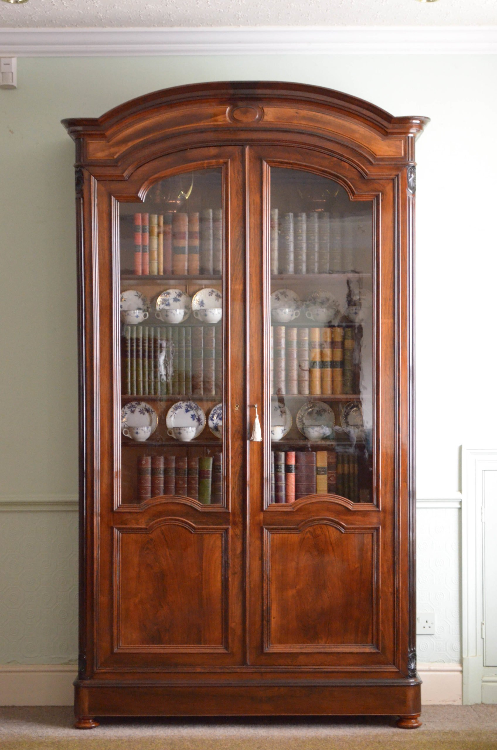 Superb XIXth Century Rosewood Bookcase or Display Cabinet
