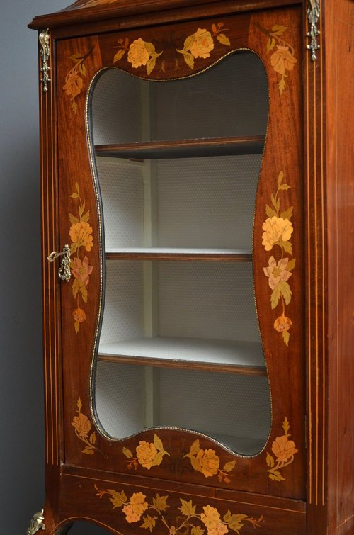 Continental Display Cabinet - Vitrine